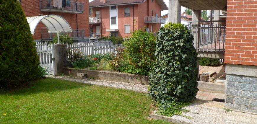 Tiro a segno bifamiliare con giardino